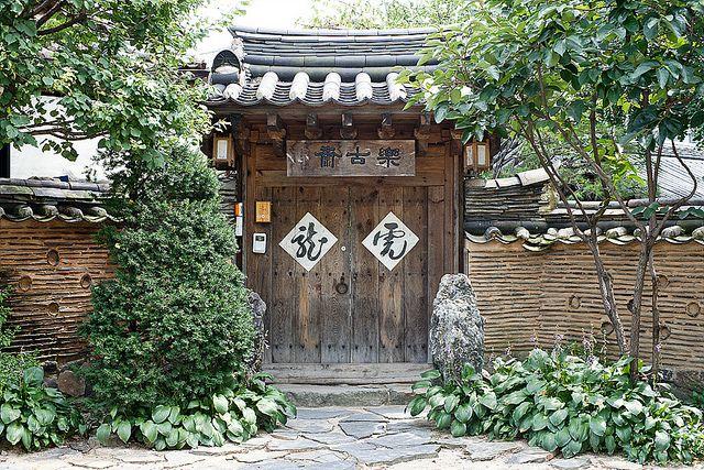 한옥, outside of a traditional korean house.