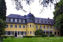Lippesches Palais  Das Anwesen wurde zwischen 1750 und 1760 für die Kölner Familie von Meinerzhagen nach den Plänen des als fürstbischöflicher Barockbaumeister tätigen Artilleriegenerals Johann-Conrad Schlaun (1695-1773) errichet und später durch Anbauten erweitert.