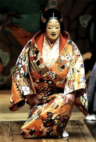 Noh theater 能 - Noh is the oldest dramatic art in Japan, having originally developed in the 14th century.
