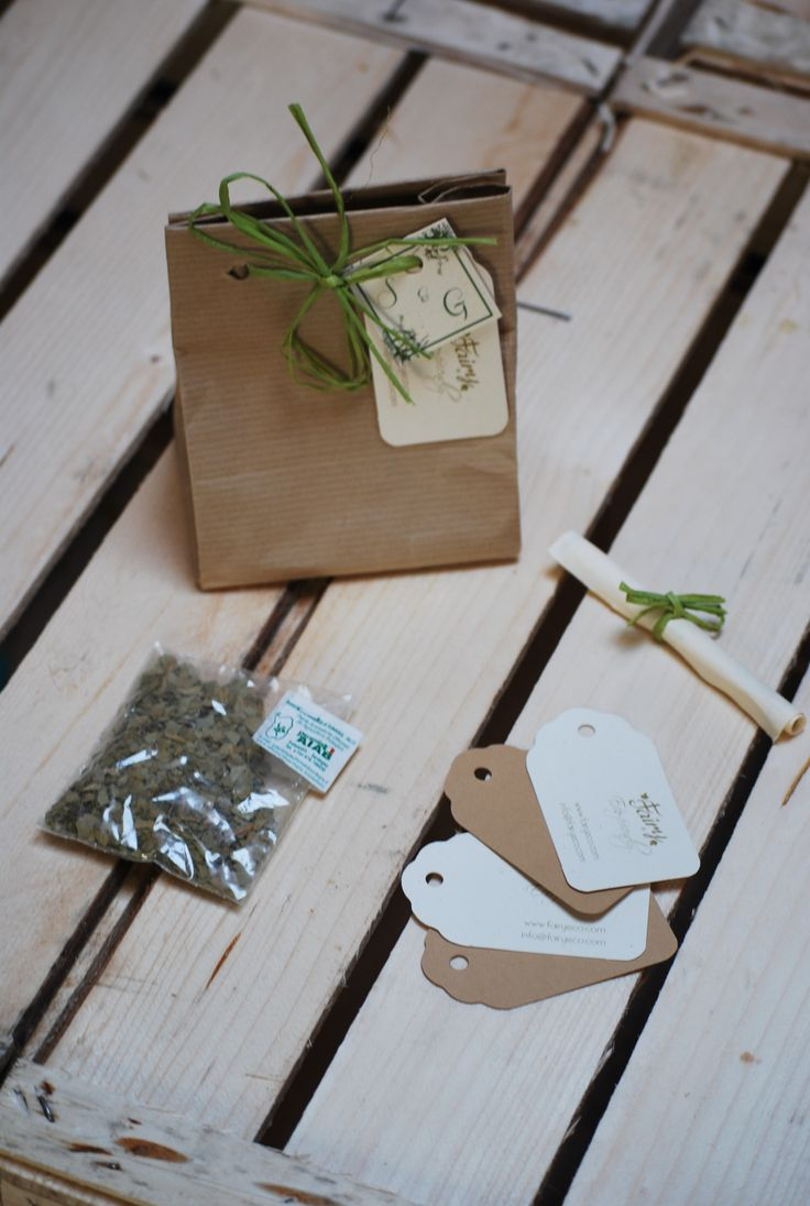 bomboniera ecologica con spezie certificate AIAB in borsetta in carta riciclata