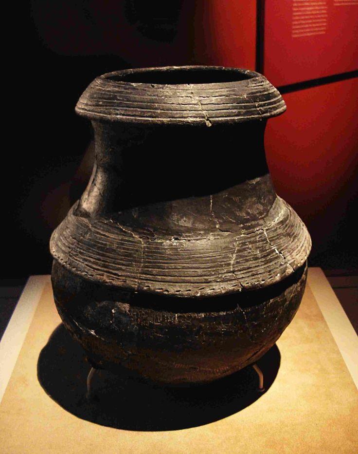 Ceramica nera della cultura di Hemudu.