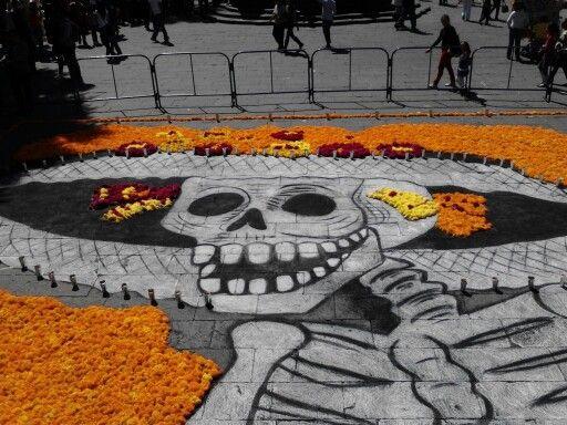 Esta ofrebda en el Zocalo de Puebla capital diferente yo diria austero para ser em del estado.