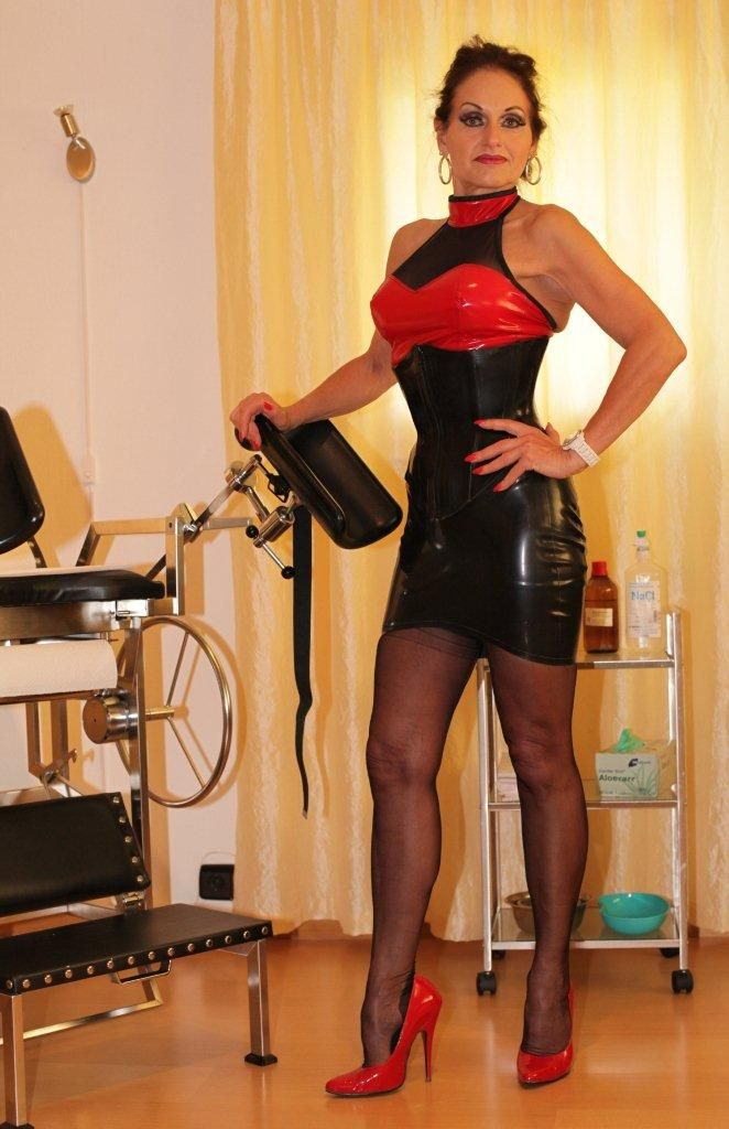 40 nainen latex domina