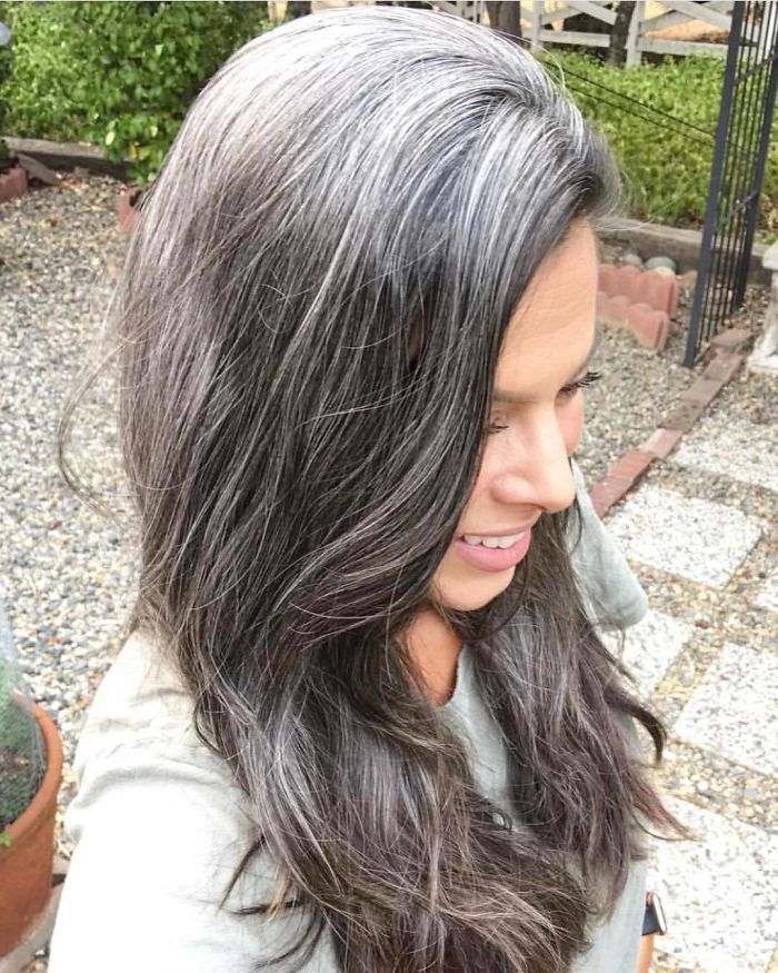 Young Women Natural Gray Hair Grombre In 2019 Hair