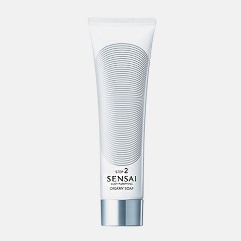 Limpieza : SENSAI SILKY PURIFYING: Creamy Soap Jabón espumoso de textura sedosa que proporciona una agradable sensación de confort y deja la piel hidratada. Para pieles normales con tendencia a secas y mixtas. Aplicar sólo por la mañana o por la noche tras la limpieza. Aclarar bien.