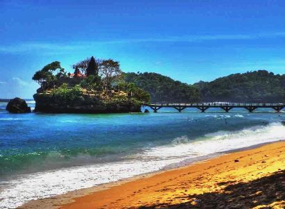 Pantai Balekambang berlokasi di Kecamatan Bantur, dengan jarak 65km arah ke Selatan dari Kota Kabupaten Malang dan berada di laut Selatan - PORTAL PEMERINTAH KABUPATEN MALANG