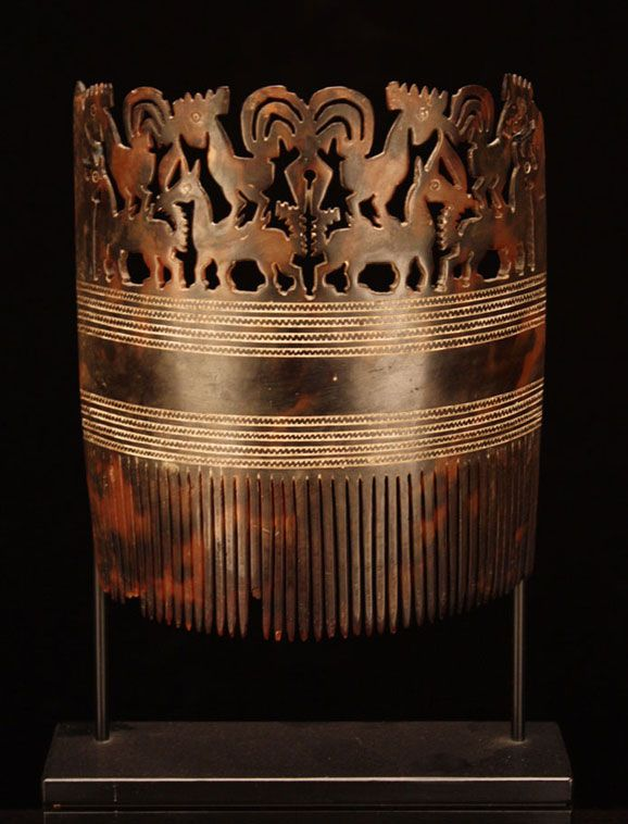 """This gorgeous ceremonial comb is called a """"hai kara jangga"""" and is worn by women of a noble class like a crown"""