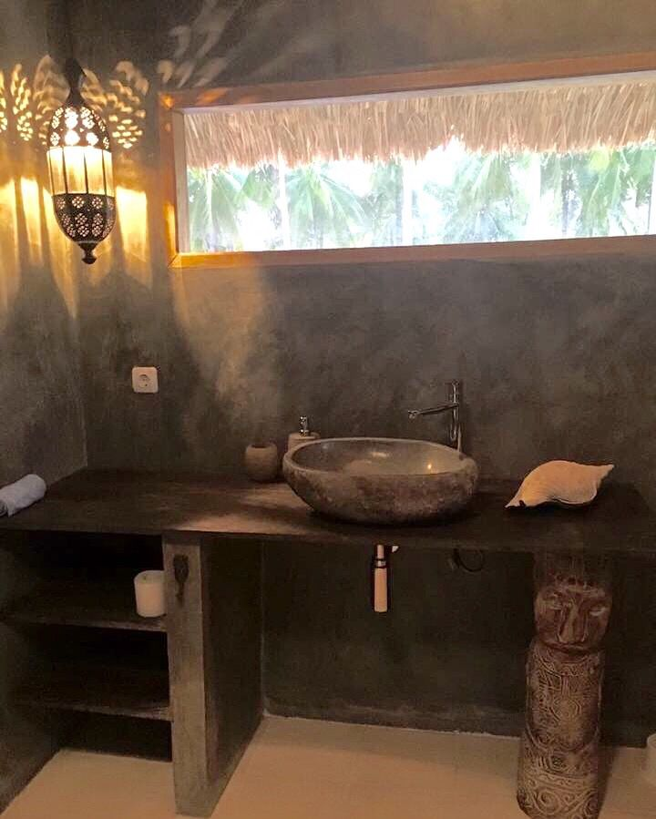 I have designed this tropical Bathroom, fasing the palm trees while washing your hands. Handmade wood sculpture, (my own design). Handmade Teils, concread