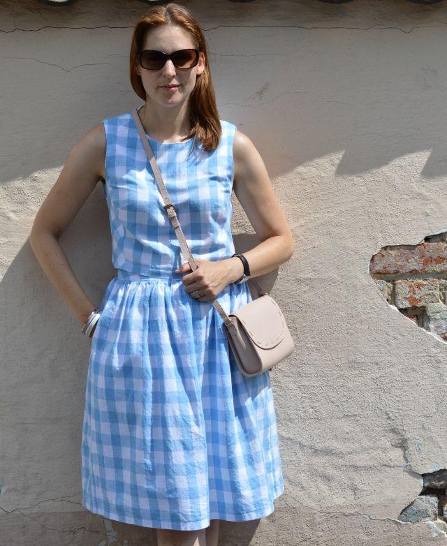 Summer outfit inspiration:  set consisting of DIY gingham crop top & skirt, blush wedge sandals, blush Zara bag, Michael Kors sunglasses ... Sewionista.com ... Sewing ... Slow Fashion ... DIY ... Blog