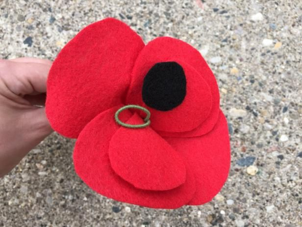 How To Make Felt Poppies | how-tos | DIY