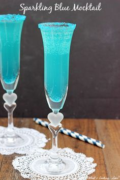 Sparkling Blue Mocktail. Delicious non-alcoholic drink that is made by combining blue fruit punch and sparkling white grape juice. #mocktail #drink