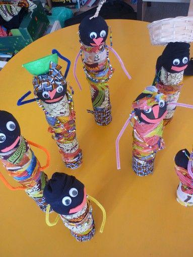 En début de semaine, nous avons terminé nos productions africaines en réalisant des poupées, les grandes sections- cp ont pris beaucoup de plaisir à les confectionner, à partir de pas grand chose (...