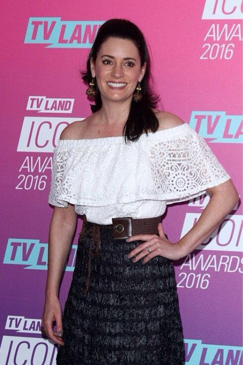 brewster single women 'community': paget brewster talks joining the  it's a single camera comedy with a lot of characters in the  patty jenkins honored with women in motion.
