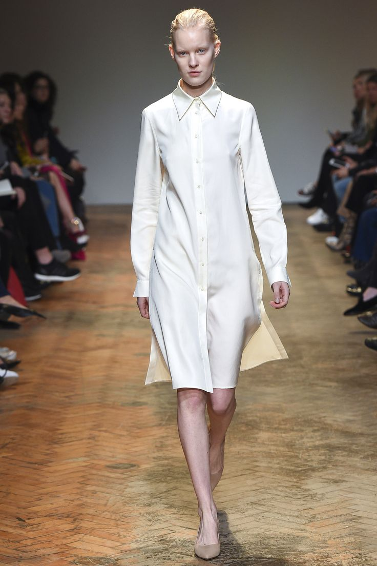 Barbara Casasola Fall 2016 Ready-to-Wear Fashion Show  Hate to say it, but both the catwalk diversity of this show and the designs themselves = quite weak  http://www.theclosetfeminist.ca/  http://www.vogue.com/fashion-shows/fall-2016-ready-to-wear/barbara-casasola/slideshow/collection#18
