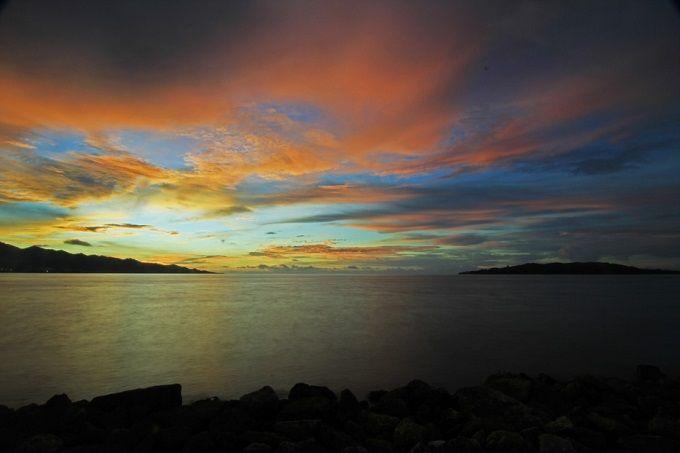 Senja di Pantai Manakarra, Mamuju, Sulawesi Barat. Foto: Indonesia.Travel.