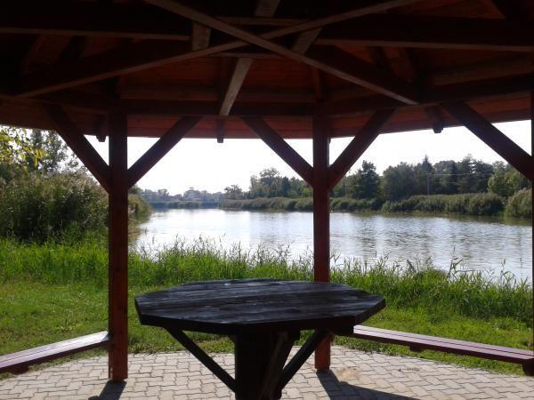 Loc odihna langa lac