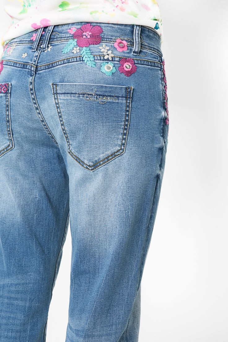 Lusting after a comfortable, feminine, urban trouser with distinct details? No need to steal from your boyfriend anymore!