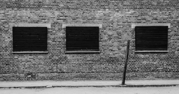 The yard of Block 11. The windows of Block 10 were covered so that prisoners who stayed inside could not see the executions performed on the yard. The post was used for punishments - prisoners hanged there by their hands tied in the back.