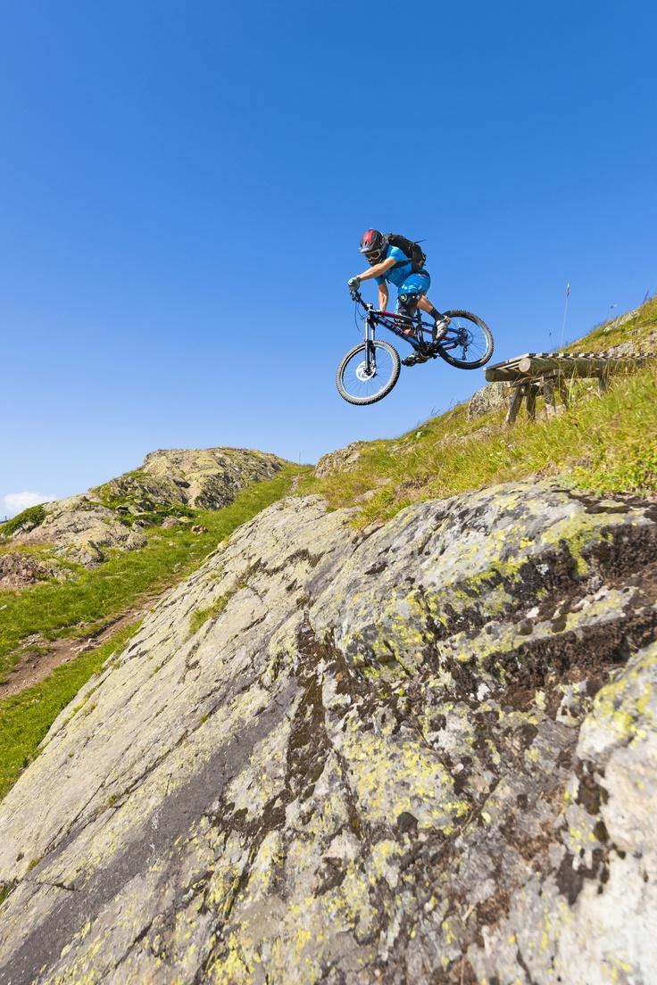 Vliegende CUBE bikes in Alpe d'Huez