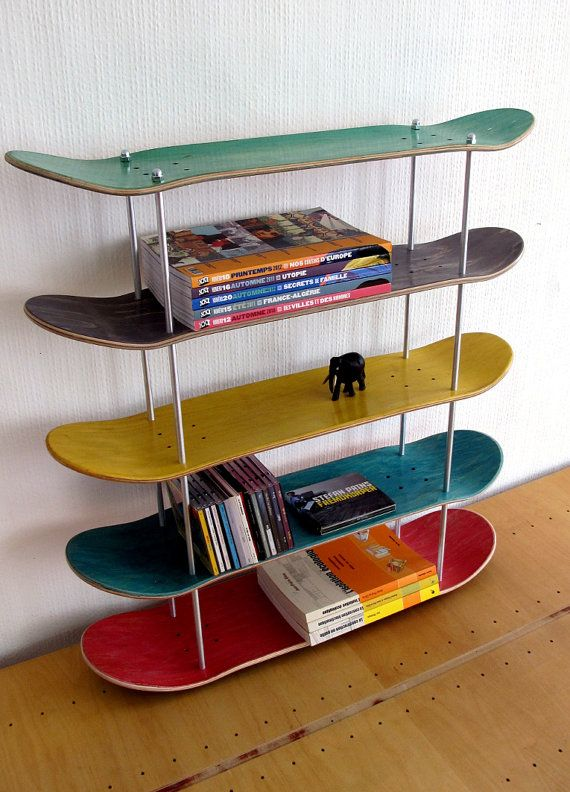 Shelf made by recycled skateboards. por SkateMood en Etsy Plus
