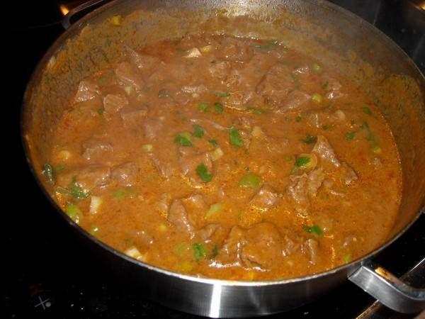Lekker zacht lamsvlees in een heerlijke saus die je zelf zo pittig kan maken als je zelf wilt. Wij en onze gasten hebben ervan gesmuld.