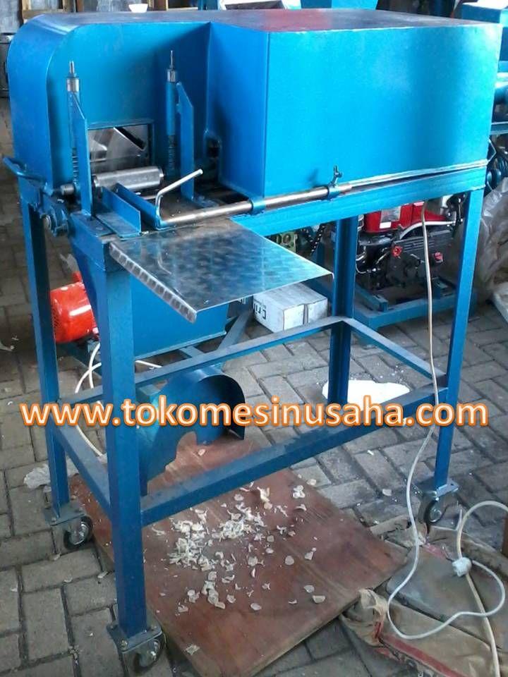 Mesin Perajang Kerupuk Lontong | Mesin Pengolah Kerupuk adalah mesin yang digunkan untuk merajang adonan krupuk lontong sehingga diperoleh hasil yang sama besar.       Kapasitas        : 200 Kg / jam     Dimensi           : 80 x 60 x 100 cm     Penggerak      : 3/4 Hp     Putaran           : 1400 rpm     Bahan             : Rangka besi baja     Pisau               : Stainless steel