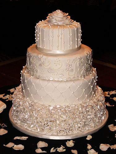 White and Gold Wedding. Classic Ivory Wedding Cake