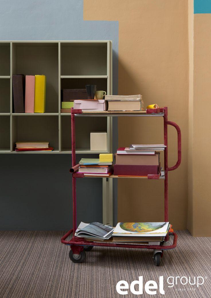 Strepen op de vloer zorgen voor een extra leuk effect. Je werkkamer lijkt nog groter!   Stripes create an extra effect. It will make your office look even larger!