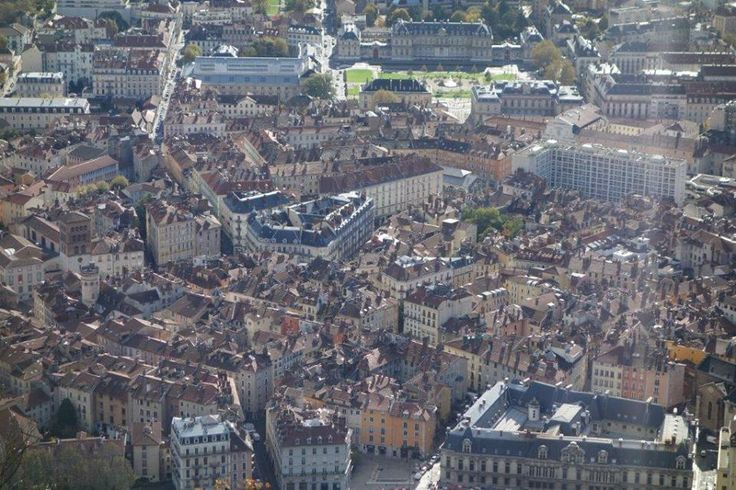 Villeneuve bölgesine gece kapkaç için dikkat edin. Metro'dan ya da tramvaydan bu duraklarda inmeyin La Bruyère, Arlequin, Grand'Place veVillage Olympique... Daha fazla bilgi ve fotoğraf için; http://www.geziyorum.net/grenoble/