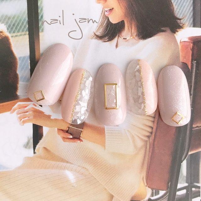 ネイル(No.2013374)|くりぬき |シェル |オフィス |デート |パーティー |春 |グレージュ |ベージュ |ジェルネイル |ホワイト |ワンカラー |ハンド |ミディアム |チップ | かわいいネイルのデザインを探すならネイルブック!流行のデザインが丸わかり!