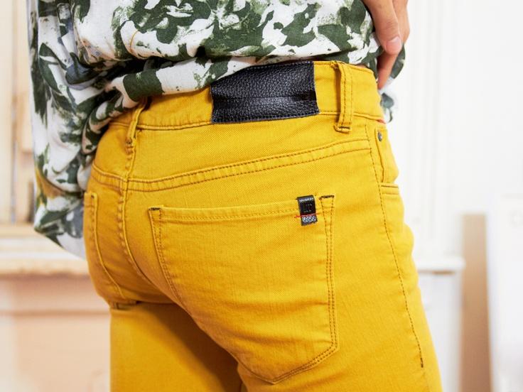yellow denim: Colors Jeans, Yellow Pants, Colors Skinny Jeans, Awesome Colors, Colour Pants, Awesome Yellow, Colored Skinny Jeans, Green Pants, Colored Jeans