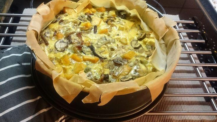Recept: hartige taart met pompoen, pastinaak, ui en paddenstoelen
