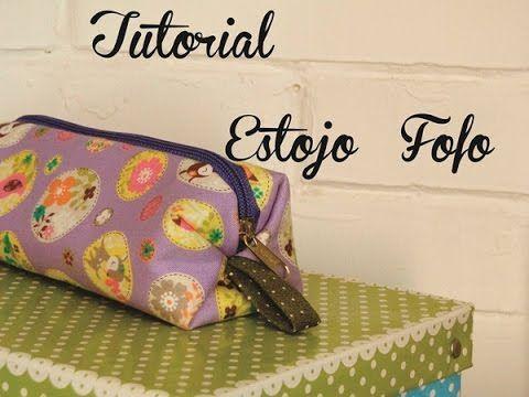 ▶ Descomplica! Aprenda a costurar um estojo de rolinho ou porta lápis e pincéis - YouTube                                                                                                                                                                                 Mais
