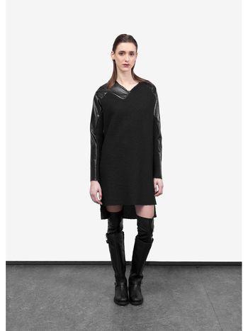 Wool and faux leather dress designed by Brown Clothes - Deze jurk is gemaakt van een wol, alpaca, acrijl, vicose melange met faux leer mouwen Het is echt lekker warm voor de winter en kan in de washmachine op een wol was.