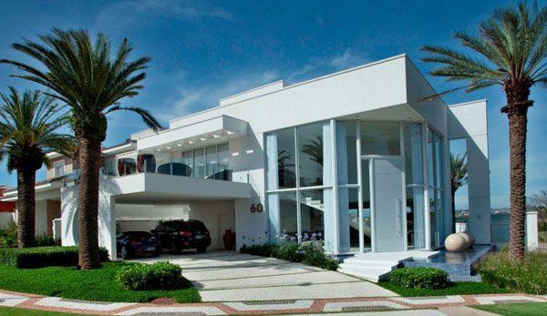 Holiday-Inspiring Modern Villa in Brazil