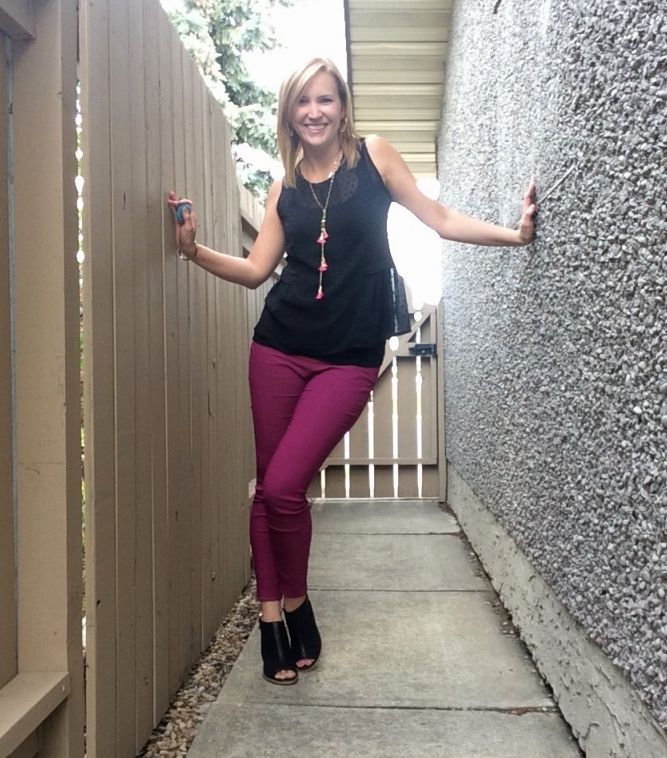 Having fun with a pop of colour is essential! I love these pink pants because they are so so comfortable, stylish and can be dressed up and down! #popofpink #pinkpants #style #fashion #styleblogger #edentasselnecklace