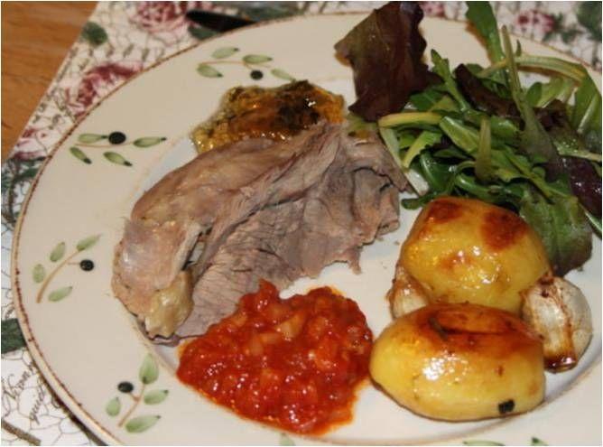 Lam har godt af lidt syre, og det kan det få via en rigtig god, lidt syrlig tomatkompot, der kan spises til - både kold og varm. Man skal bruge: 400 g flåede tomater (jeg brugte frosne af egen avl ...