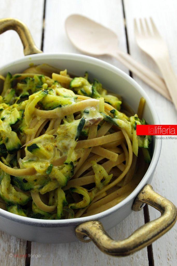 Pasta con zucchine e curry
