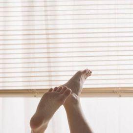Per+dare+sollievo+ai+piedi+gonfi,+un+rimedio+facile+e+low-cost+è+il+pediluvio,+aggiungendo+all'acqua+calda+un+paio+di+cucchiai+di+bicarbonato+e+un+po'+di+sale.