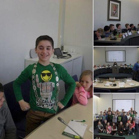 Daltonschool de Klimop | Groep 7 heeft vandaag een bezoekje gebracht aan het gemeentehuis van Nieuw-Bergen. Ze hebben gedebateerd in de raadzaal en mochten zelfs even de ambtsketting dragen.