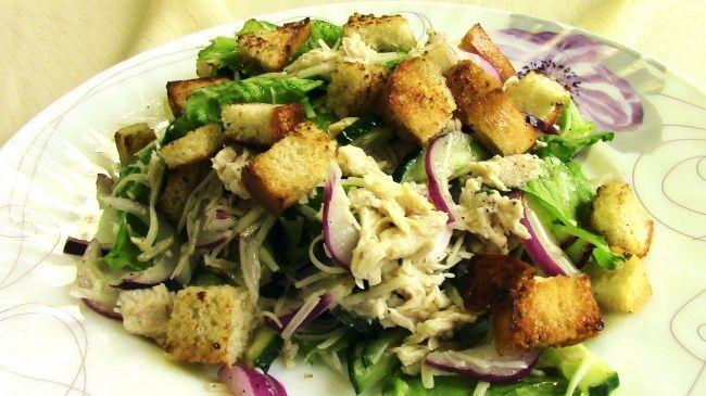 Салат с курицей и сухариками 7полезных иочень вкусных салатов