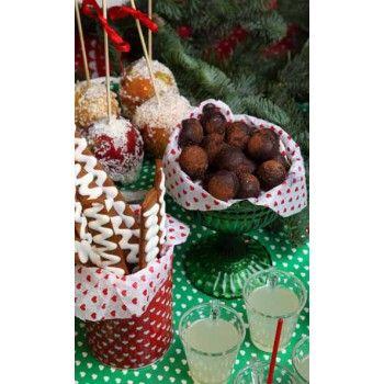 Härlig gammeldags julstämning sprider sig i hemmet när det finns vackra äppelklubbor på julens gottebord.