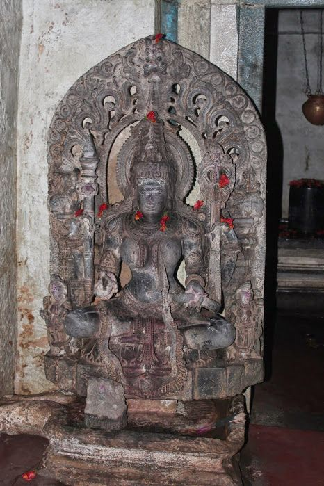 Betur – A Chola Temple in Kannada Territory   The garbhagrha door has dvarpalas at bottom accompanied with three female attendants and one male attendant. In the mandapa are placed Saraswati and Sapta-matrika sculptures.