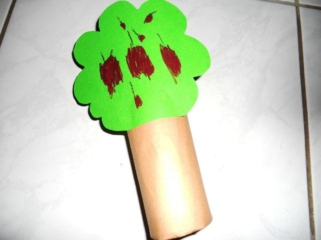 strom z ruličky od toaletního papíru