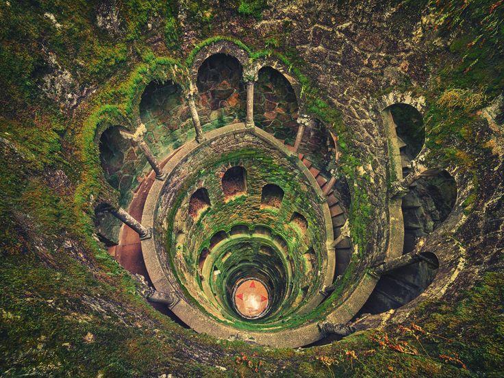 Il y a quelque chose de fascinant dans la forme des escaliers en spirale…certainement dû à leur symétrie quasi parfaite. SooCuriousa décidé de vous entraîner dans une vertigineuse découverte de 30 escaliers en spirale absolument&nb...