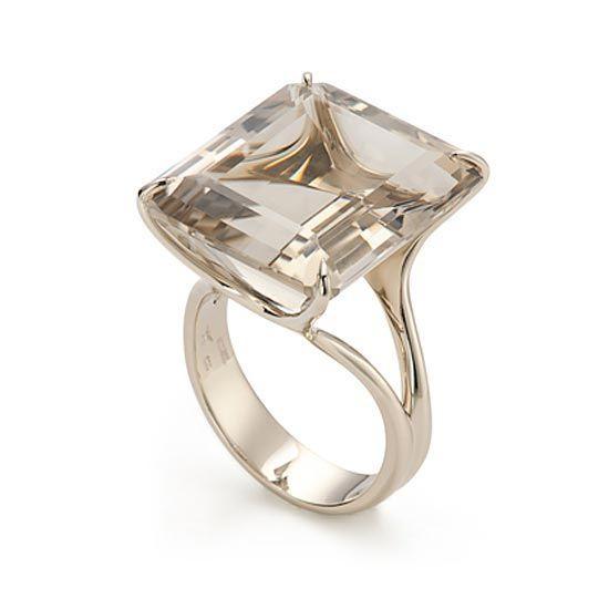 Anel de Ouro Nobre 18K com quartzo fumê http://m.hstern.com.br/joia/anel/highlight/A1FM154017
