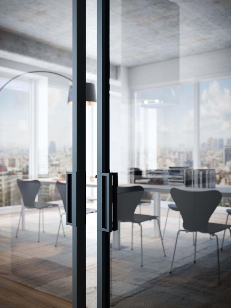 dettaglio maniglia di porta a due ante scorrevoli a parete in alluminio grigio ferro e vetro fumè.