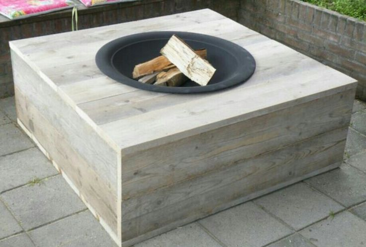 Buitentafel met vuurschaal Outside box with a firebowl  Really cool!