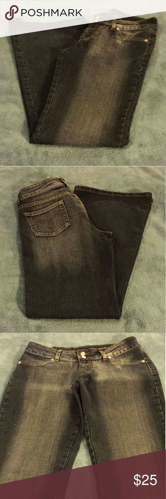 AQUA JEANS Black Jeans Pant with a hint of Grey , Two usable back pockets,Two front pockets not usable .Size 9/10, Inseam 32.1/2.  Style is Boot Cut.  Condition LIKE NEW). OFFERS ARE WELCOME. AQUA JEANS Jeans Boot Cut