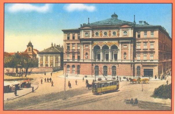 Timisoara - Piata Victoriei , strabatuta pe atunci de un tramvai electric cu un singur troliu , in fundal , cladirea Palatului Teatrului - 1914